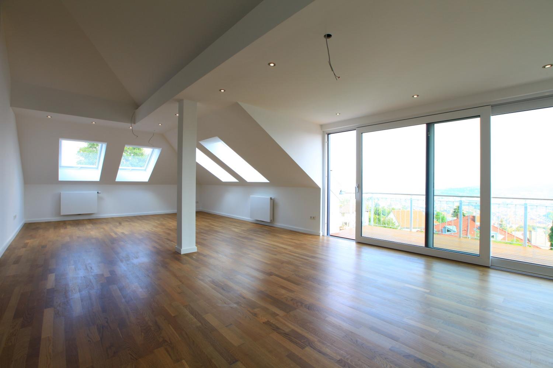 Hochwertig modernesiert! 4 -Zimmer -Wohnung mit Ausblick über Stuttgart
